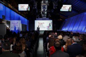 Álvaro García, Presidente de neobis da la bienvenida al evento de navidad de la Comunicación Gráfica